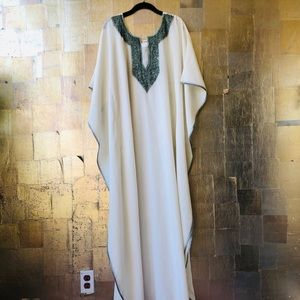 Boho Kaftan in white cotton with green embroidery